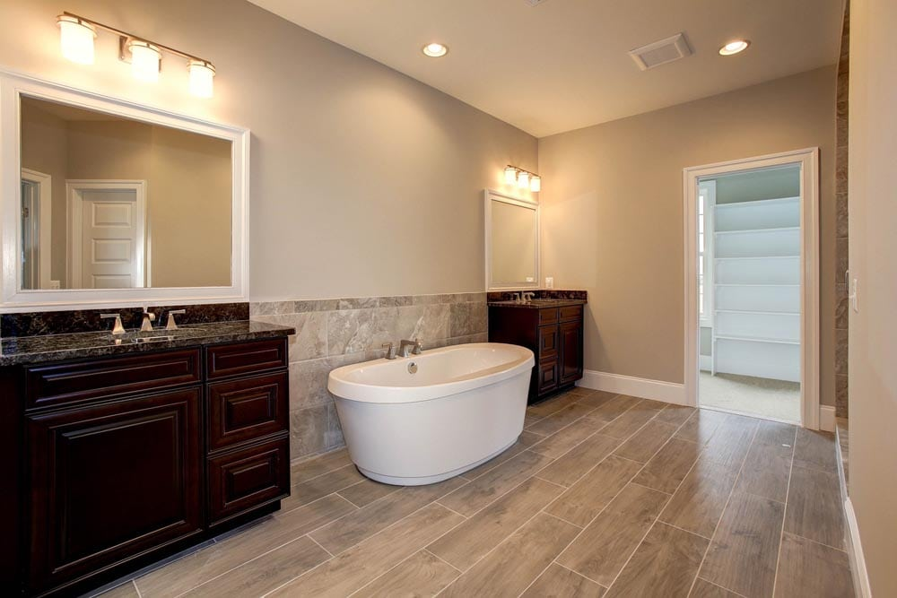 Bathroom in Culpeper home with two sinks separated by bathtub