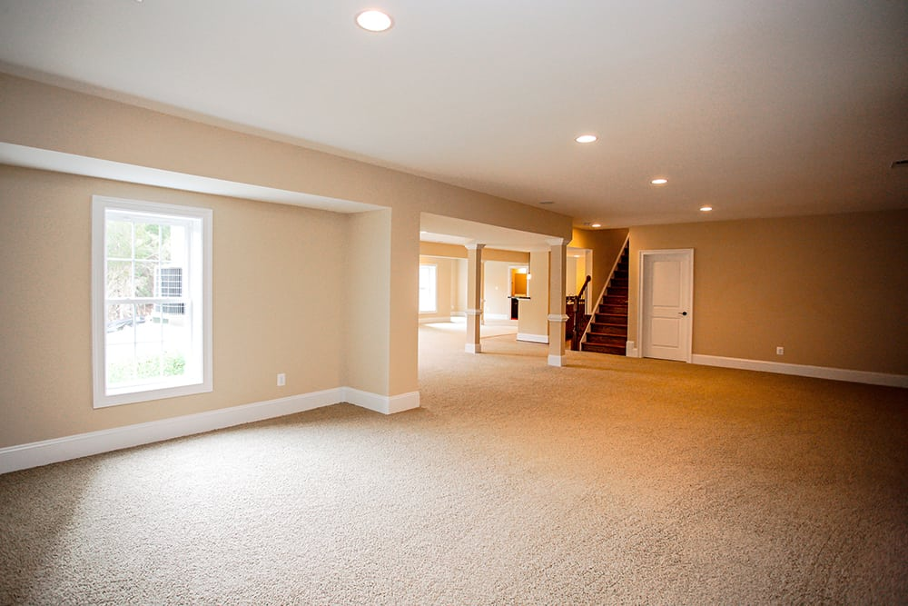 Large Warrenton basement with pillars