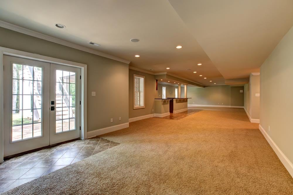 Large basement with bar