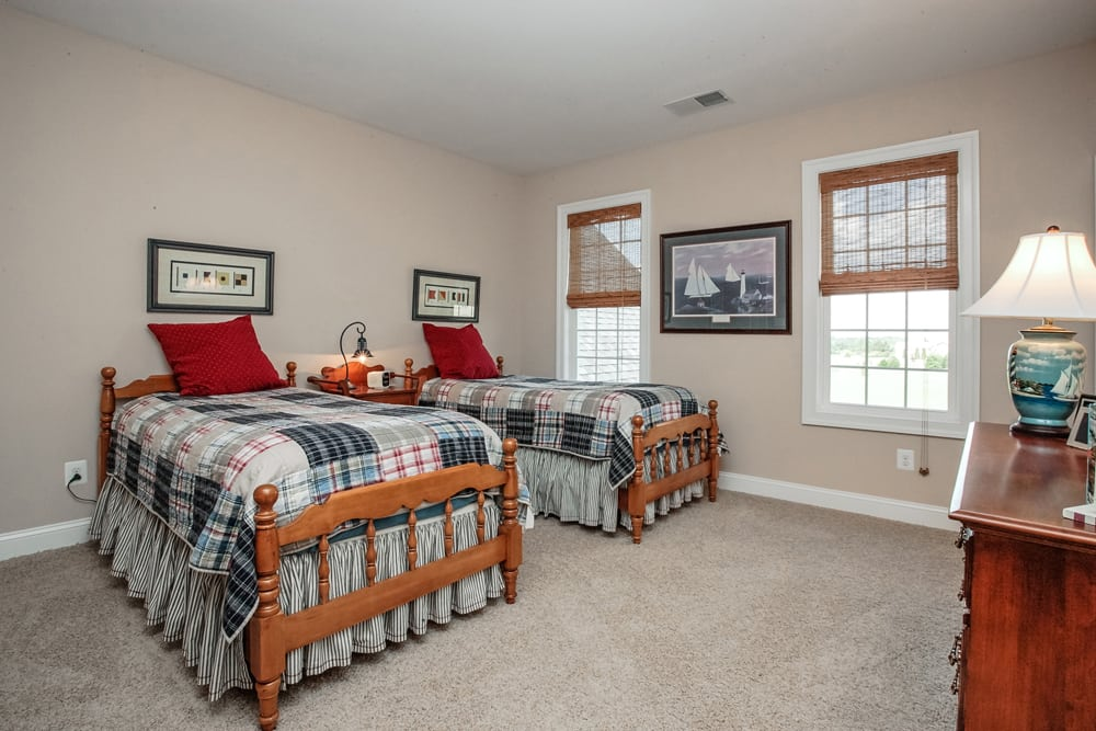 Large room in Nokesville home furnished with 2 twin beds